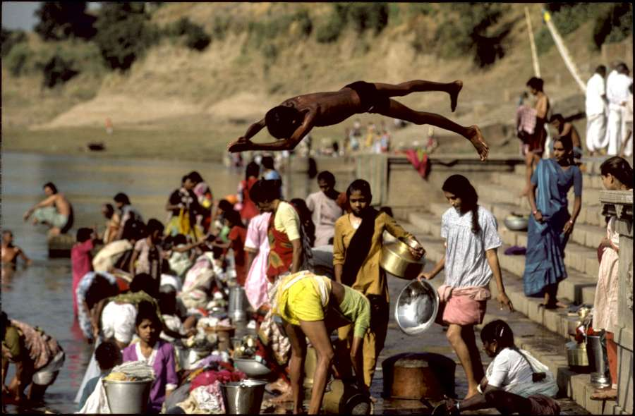 1992 : Narmada River in India; Sardar Sarovar dam project will impact life along this holy river.