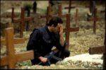 1992. Sarajevo. Un combattant prie pour un camarade tombé.