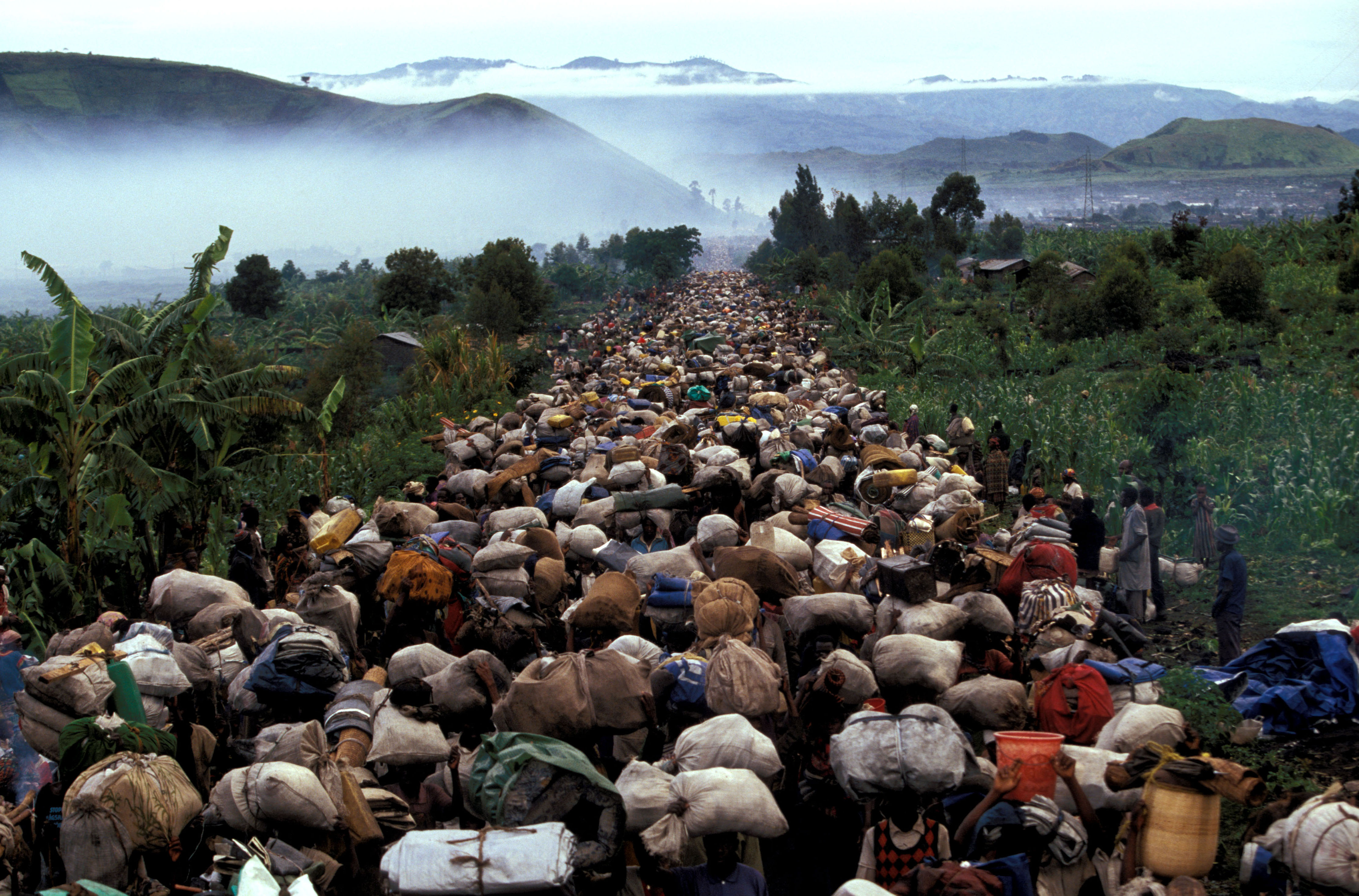 1996 : Eastern Zaire (RDC). Hundreds of thousands of Hutu refugees returning to Rwanda.
