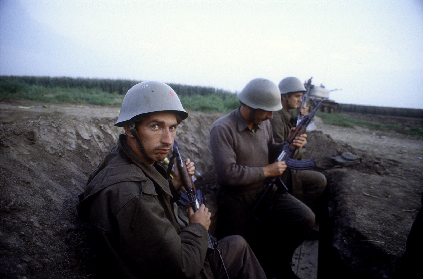 1991. Soldats du JNA sur la ligne de front près de Borovo Selo en Slavonie