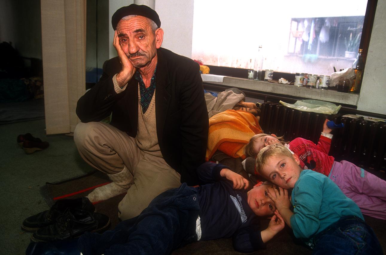 1992. Refugiés musulmans dans un centre d'hébergement en Bosnie centrale.